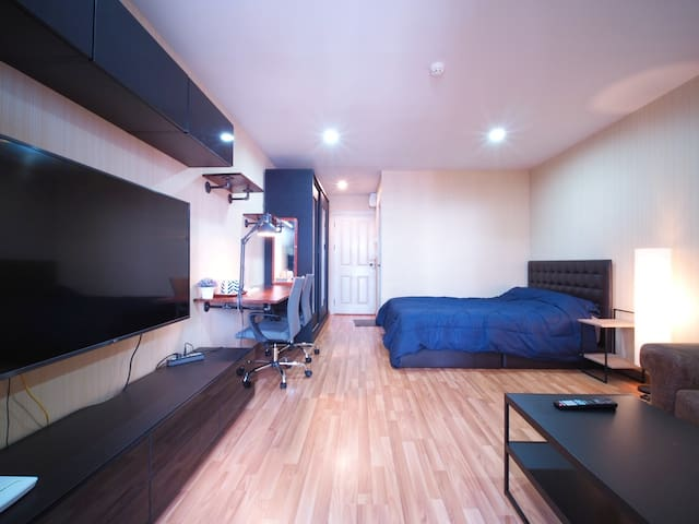 One big (31 sq.m.) studio room provides the big space for your big luggage that you can feel free to unpack your stuffs.