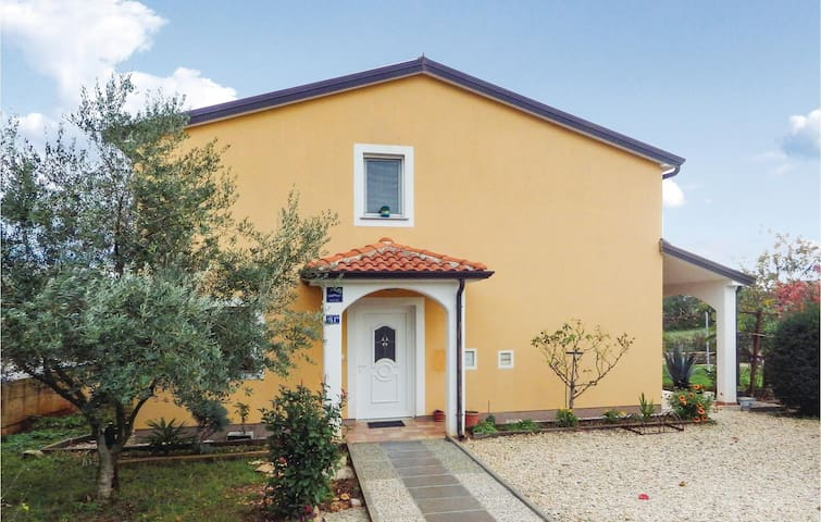 Holiday apartment with 2 bedrooms on 72 m² in Kastel