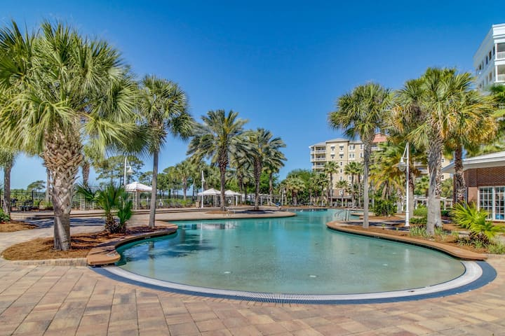 Spacious family condo with large balcony & shared pool and hot tub!