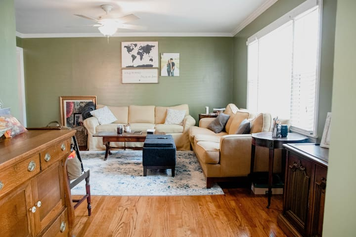 A Cozy Modern Home: Masters 2020 2BR/1BA