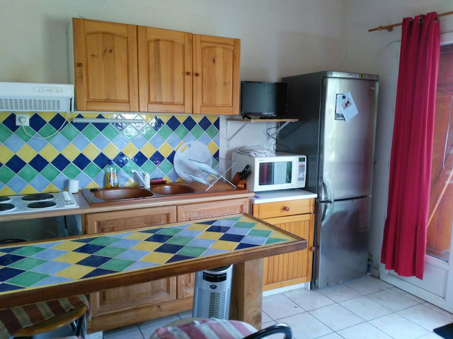 Well equipped kitchen/dinner/lounge with 4 ring hob, combination oven/microwave, full size fridge/freezer, kettle, toaster, and  breakfast bar with stools.