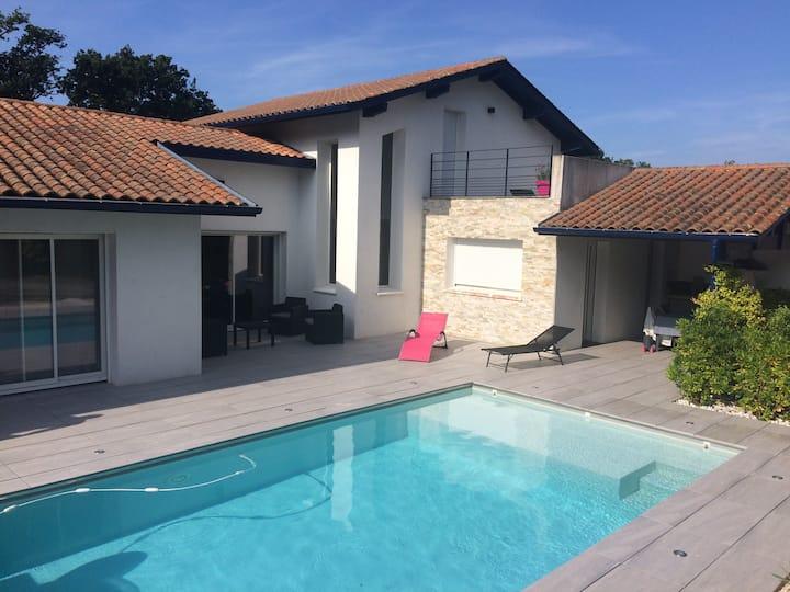 Maison avec piscine, idéale pour vacances