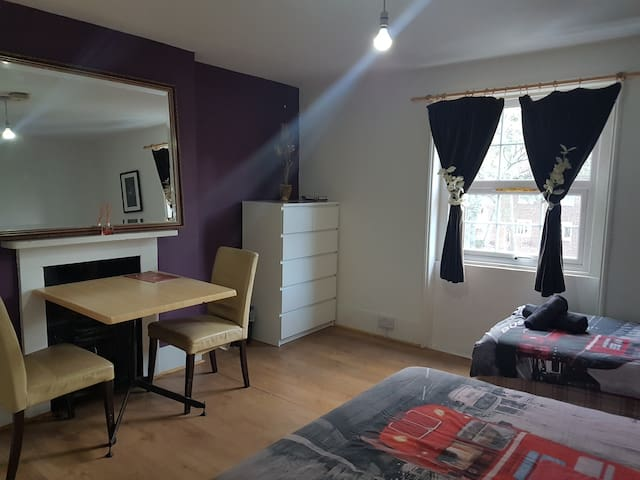 Private room for 2 in vibrant Vauxhall
