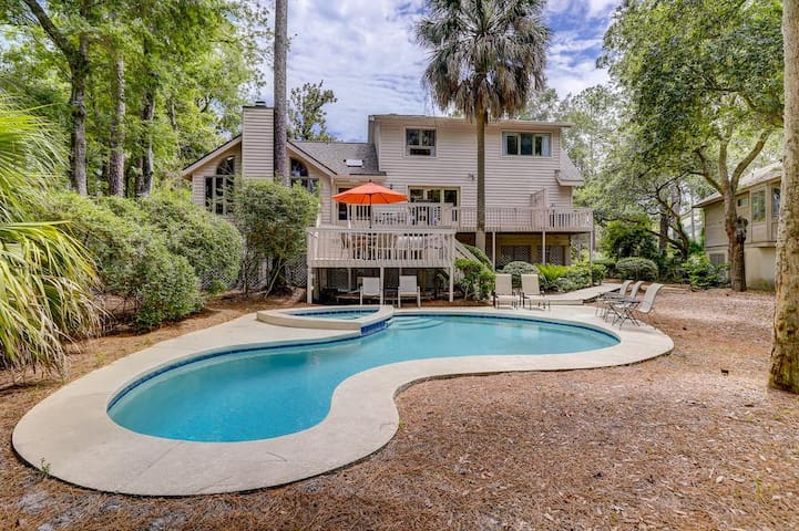 169 Mooring Buoy- Family-friendly 3-bedroom, 2.5 bath home with *heated pool and spa available for additional fee!