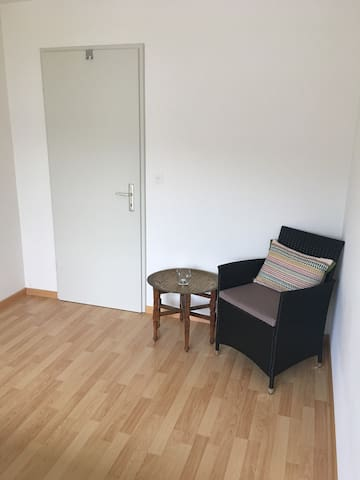 King bed private room in well furnished apartment - Winterthur - Wohnung