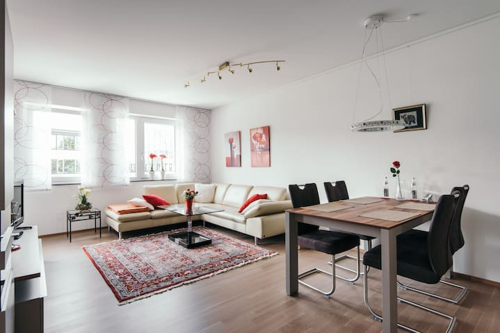 Luxuriöse Stadtwohnung, Tiefgarage - Аугсбург - Квартира