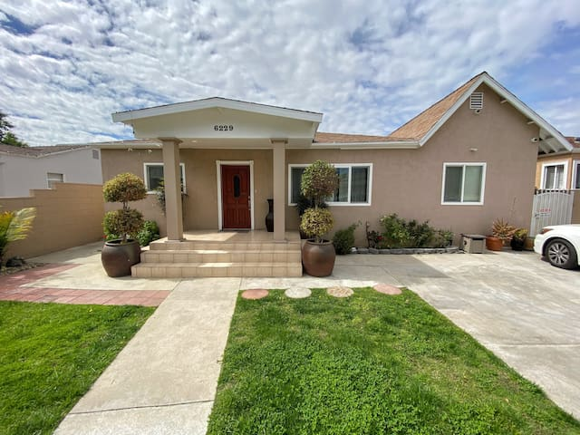 2BR/1.5BA Beautiful Modern Fully Furnished House