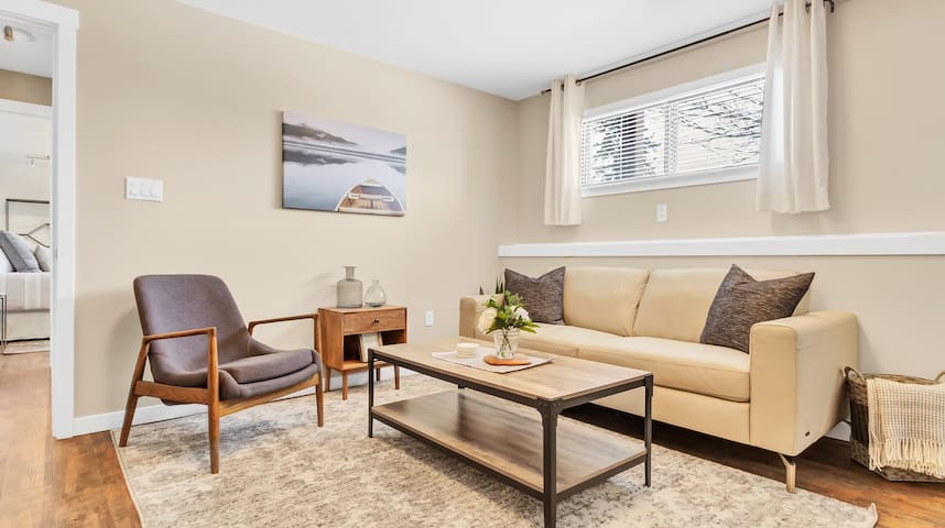 New, Private Suite Near Silverstar -W/Laundry