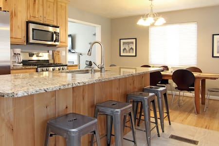 Newly Renovated 5 BD in East Foothill! - Salt Lake City - Haus