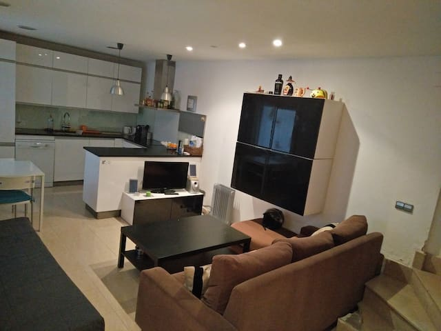 DOUBLE BED+ROOFTOP IN MODERN HOUSE CENTER/BEACH! - Barcelona - House