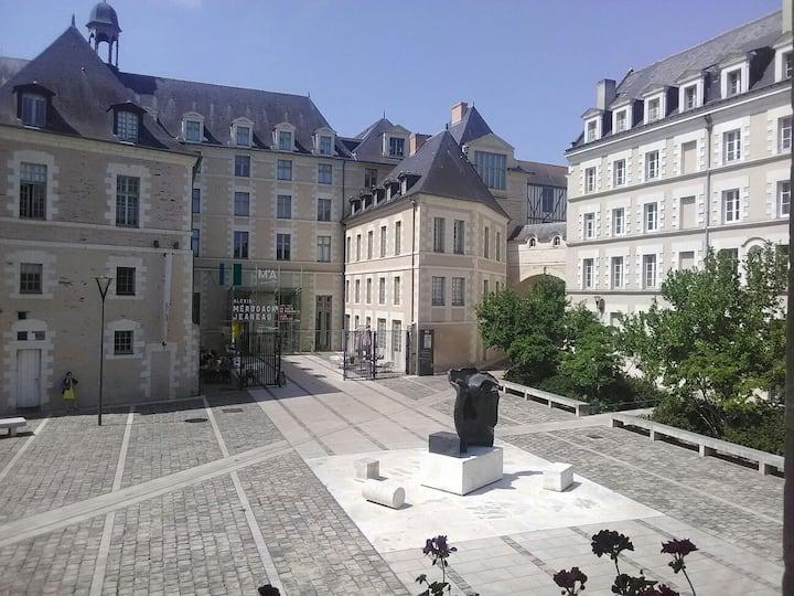 Stud+jardin monument historique plein cœur ville