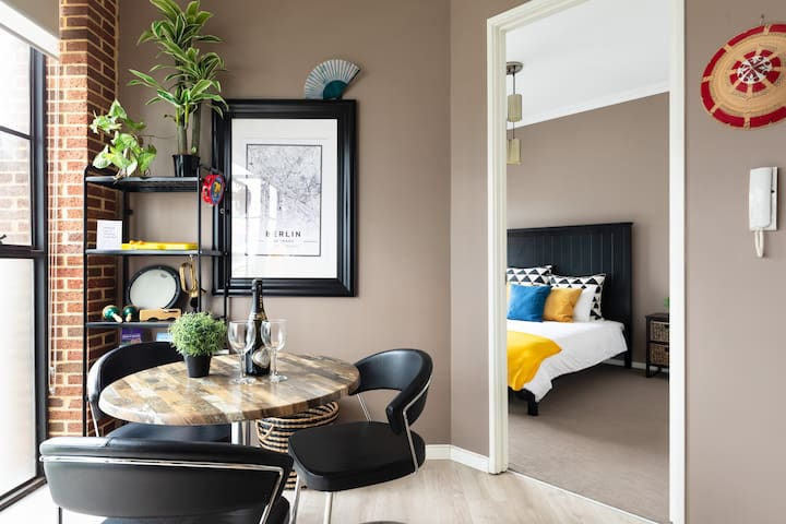 Trendy Art and Musician Space in Upbeat Apartment