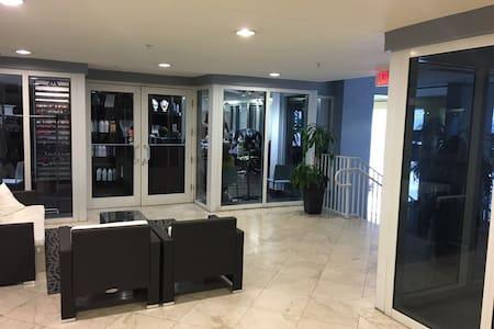 ENJOY BRICKELL AT IT'S BEST - Miami - Apartment