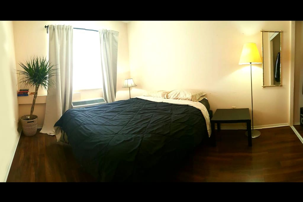 Private Bedroom - AC & Heat Available