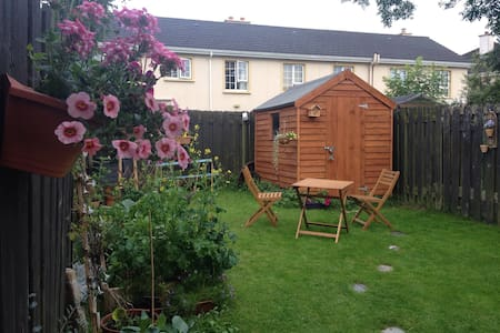 Peaceful, comfy double room in the suburbs - Galway