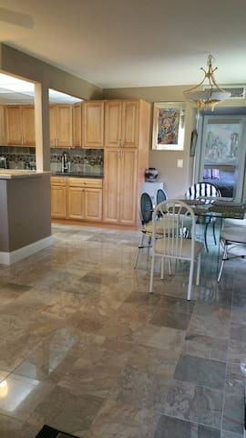 Marble & Granite in this Updated Delray Condo - Delray Beach - Leilighet