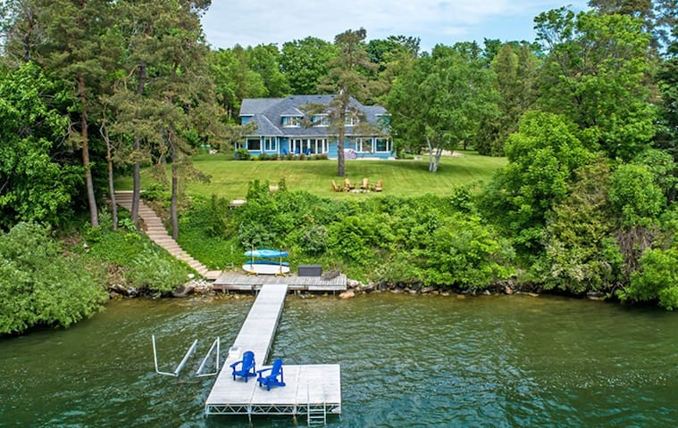 Waterfront Estate on Lake Simcoe (Kempenfelt Bay)