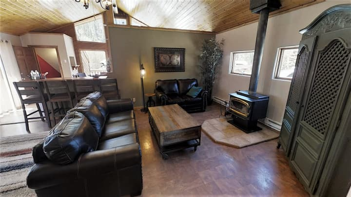 Elevation Mining Lodge - In Town - On Main Street - Block from Copper Chair Lift - Washer/Dryer - Pet Friendly!