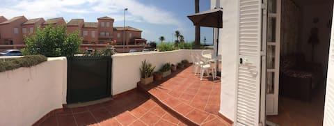 Apartamento en primera linea de playa . La Barrosa