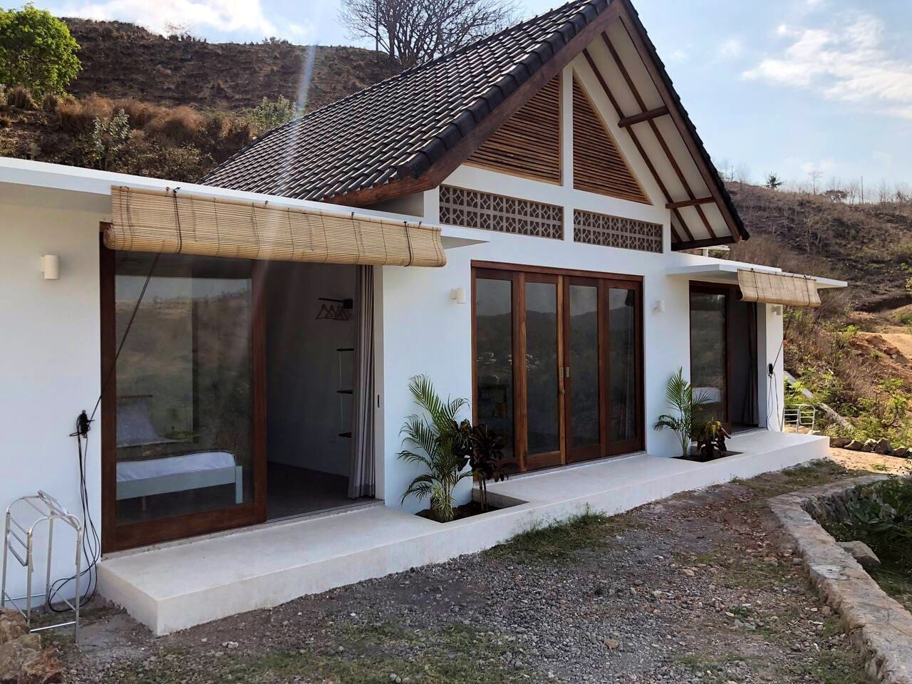 Bungalow, two private en-suite bedrooms with shared kitchen and lounge. Bedrooms and living space have separate private entrances