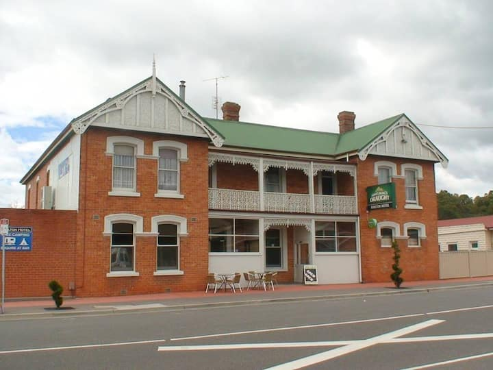 Railton Country Hotel - Room 5 for Family/Groups