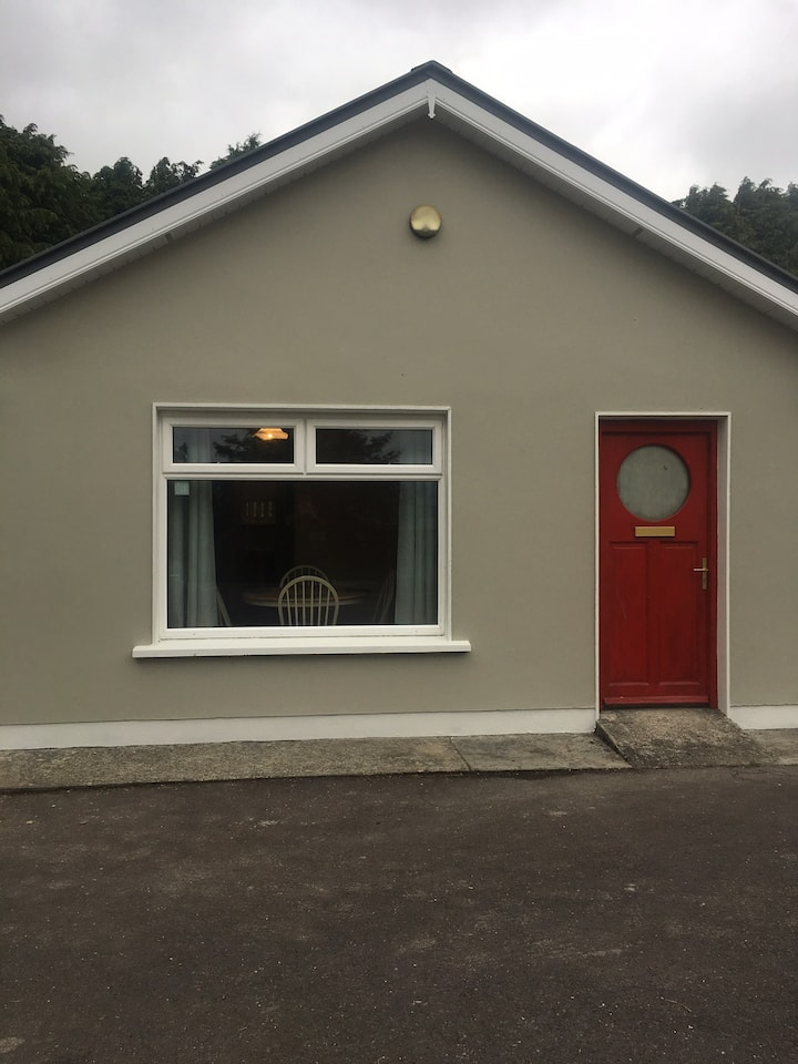 Kerry Air ( 2 bedroom apt in a quiet setting)