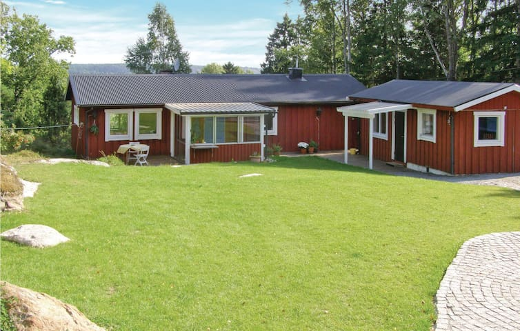 Holiday cottage with 3 bedrooms on 88 m² in Tyresö