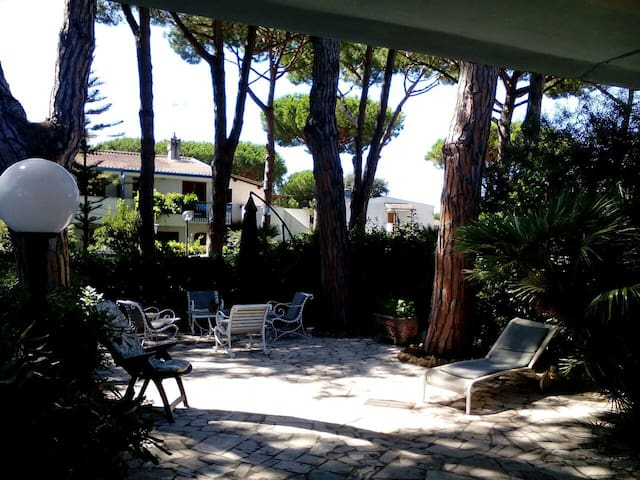 Villa a pochi passi dal mare