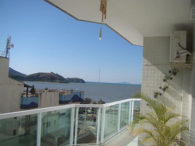 Apartamento de alto padrão com vista para o mar