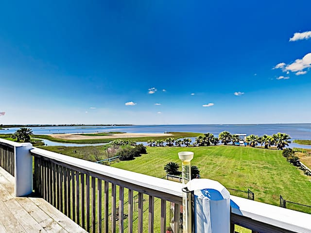 Waterfront Paradise on Rollover Bay w/Dock & Views