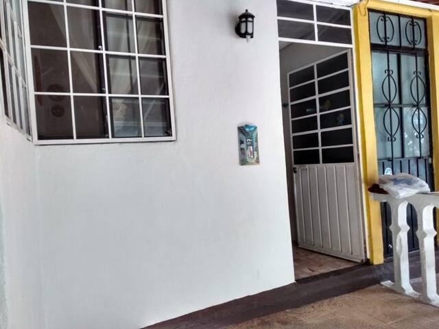 Económico Departamento  en Zona Acapulco Diamante.