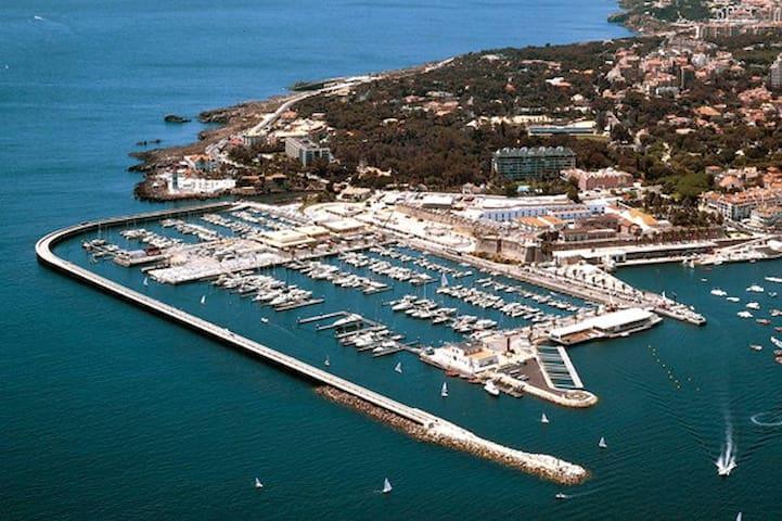 Cascais Marina 2 km