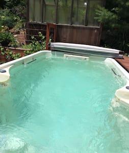 Swimspa, outdoor fireplace, AC, DISCOUNTS! - Ház