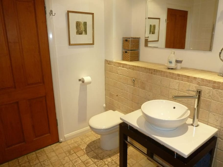 Low Brow Barn, Bathroom, Lakes Cottage Holidays