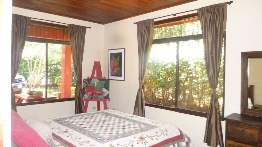 Private one bedroom home with pool. Car available. - Atenas - Huis