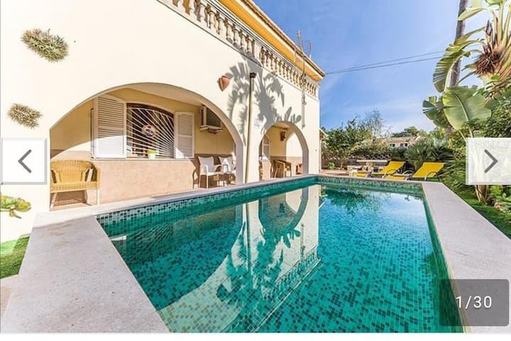 Chalet con piscina y gran jardin