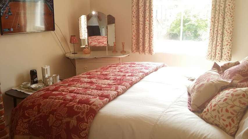 Double room in the heart of Cowes - Cowes - Bed & Breakfast
