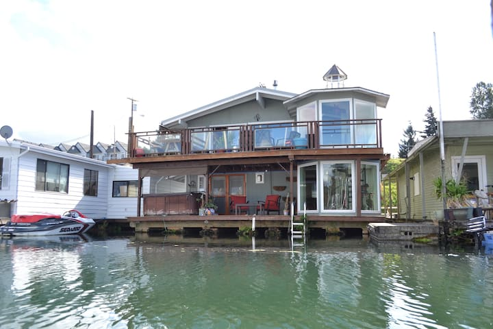 Spring Floating Home Getaway on the River! - Portland - Huis