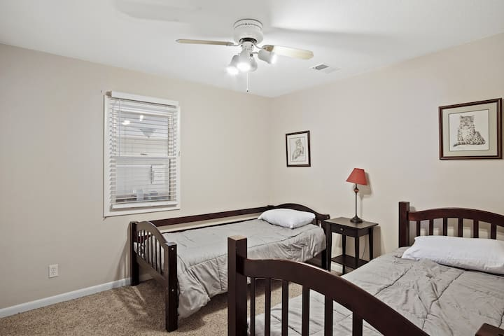 Plenty of space with two twin beds
