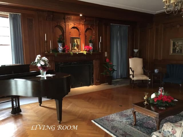 Living Room - north end