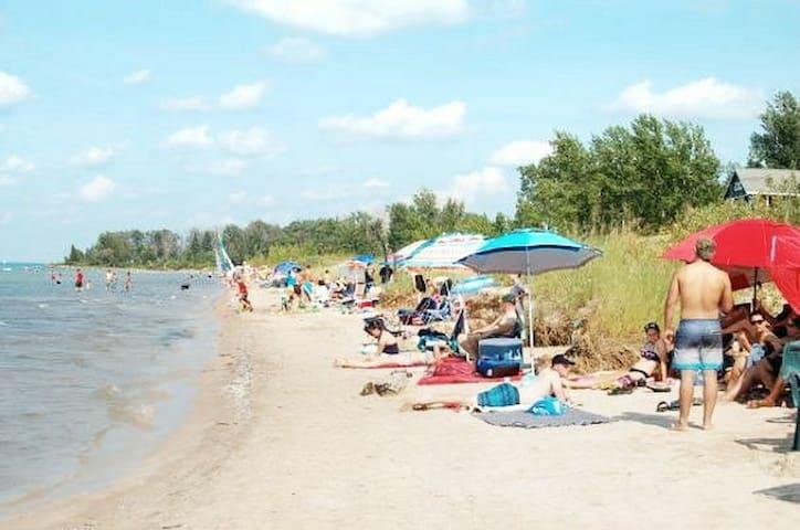 Getaway on ipperwash 7ppl 4 min walk to beach