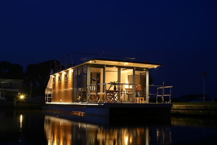 ENJOY houseboat te WARNS