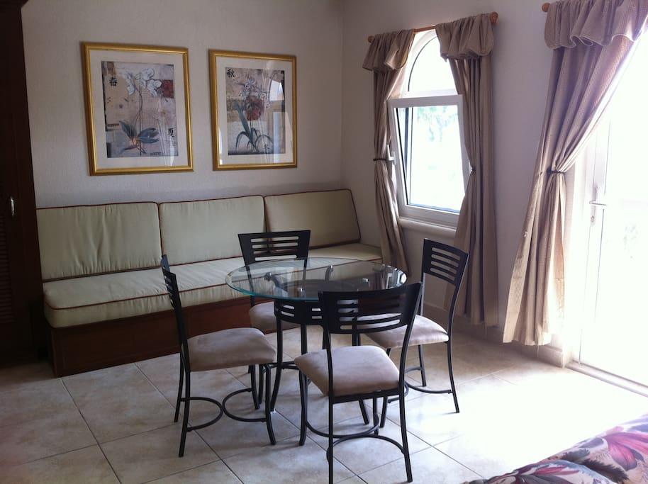 Sitting /Dining Area