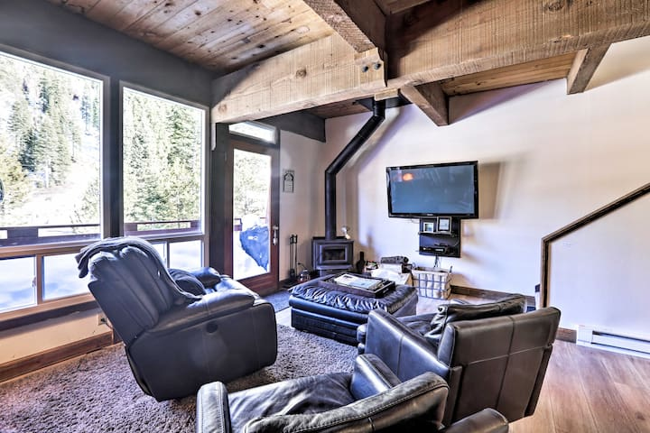 NEW! Cozy Alpine Meadows/Squaw Valley Condo w/View