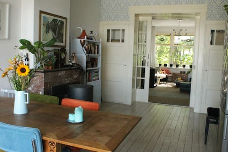 Beautiful 1920s apartment in lively Delfshaven - Entire Floor