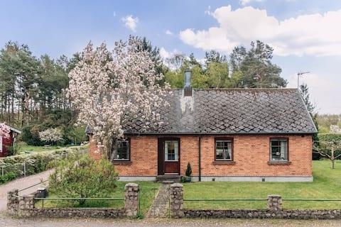 Charmante Villa, weiße Strände, Pinienwald & Helgeå