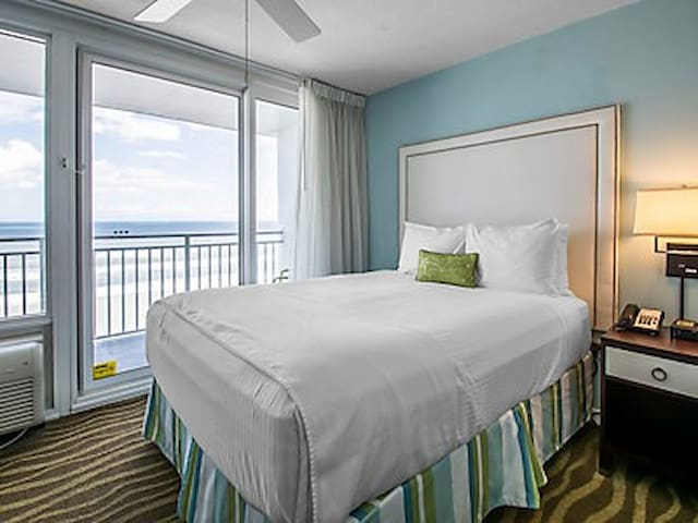 Daytona Beach oceanfront resort unit for 4 - Daytona Beach - Timeshare (propriedade compartilhada)