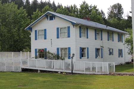 Foster Lake Inn - House