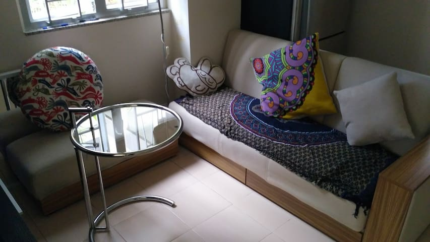Bright double room in HK island