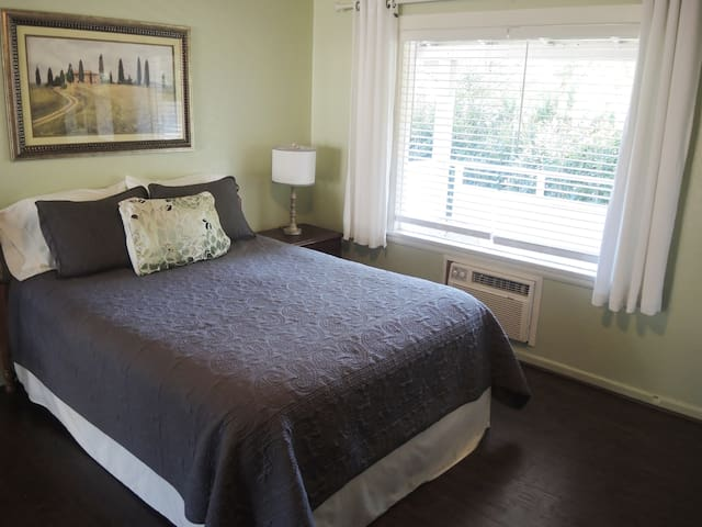 Lazy Acres Motel on the Rogue River/ Room 12